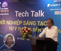 Nhà báo Phạm Huy Hoàn - Tổng biên tập báo Điện tử Dân trí, Trưởng ban tổ chức Giải thưởng NTĐV  phát biểu tại buổi giao lưu
