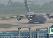 Máy bay vận tải hạng nặng C-17 của Mỹ tiếp tục đến Nội Bài