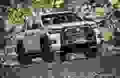 Toyota Hilux 2020 giá từ 628 triệu, thêm công nghệ để cạnh tranh Ranger