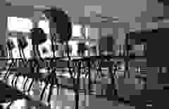 Trường học Anh hoang vắng vì ảnh hưởng của Covid-19