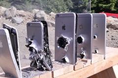 Kinh ngạc iPhone 11 Pro Max bị đạn xuyên thủng vẫn hoạt động bình thường