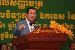 Thủ tướng Hun Sen lên tiếng bảo vệ cầu thủ bóng đá Campuchia gốc Việt