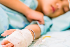 Cậu bé 10 tuổi mắc ung thư dạ dày và lời cảnh tỉnh cho bố mẹ