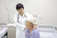 """Bệnh nhân suy kiệt vì bỏ điều trị, ăn thanh lọc, tập theo """"giáo phái lạ"""""""