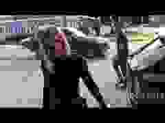 Khloe Kardashian sành điệu ra phố