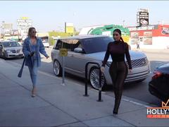 Kim và Khloe Kardashian đọ dáng