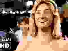 """Cảnh phim mà Brad Pitt và Jennifer Aniston tái hiện trong """"Fast Times at Ridgemont High"""" (1982)"""