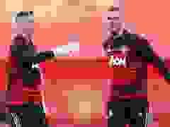 Các cầu thủ Man Utd khởi động trước trận đấu với Crystal Palace