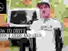 Ngả mũ trước chàng trai không tay không chân vẫn có thể lái ô tô vi vu