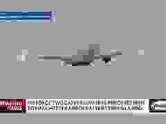 Video chuyên cơ chở Phó tổng thống Mỹ tóe lửa vì đâm phải chim
