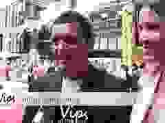 Antonio Banderas và bạn gái trẻ trả lời phỏng vấn