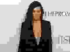 Kourtney Kardashian gợi cảm với áo xẻ bạo
