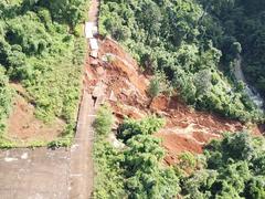 Đường xuống thác Liêng Nung bị sạt lở nghiêm trọng
