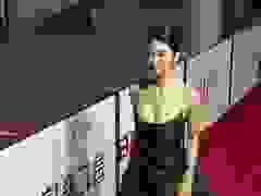 """Seo Ye Ji khoe """"vòng một"""" căng đầy trên thảm đỏ"""
