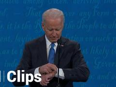 Ông Biden kiểm tra đồng hồ trong tranh luận với ông Trump