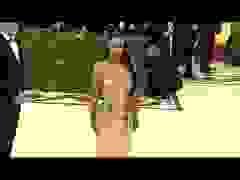 Kim Kardashian nổi bật với váy gợi cảm