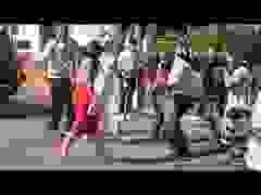 Kim Kardashian gây hỗn loạn khi ra phố