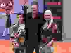 Blake Shelton, Gwen Stefani đưa con đi xem phim