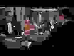 """Cảnh mở đầu trong phim """"Dr. No"""" (1962)"""
