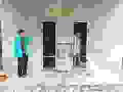 Nỗi đau của người mẹ già khi phải nhốt con suốt 10 năm