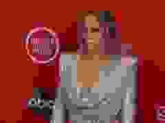 Jennifer Lopez diện váy bốc lửa