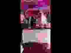 """Nụ hôn siêu thốn trong đám cưới khiến cô dâu chú rể """"cạn lời"""""""