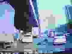 """Màn ăn vạ trơ trẽn của người đi xe máy bị camera hành trình """"bắt quả tang"""""""