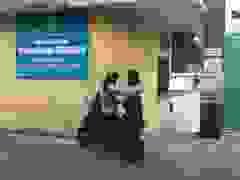 """Hà Nội: Nhiều phụ huynh chạy """"toát mồ hôi"""" khi con đi thi quên giấy tờ"""