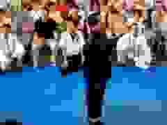 """Cao thủ Trung Quốc dùng """"Sư tử hống"""", hét lên quật ngã đối thủ"""