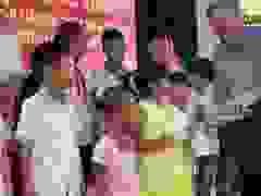 Ông Phạm Huy Hoàn trao 40 suất học bổng cho con gia đình chính sách