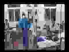 Xúc động clip bác sĩ hát cùng bệnh nhân trong khu cách ly vì Covid-19