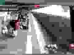 Nhân viên nhà ga cứu hành khách suýt bị tàu hỏa cuốn