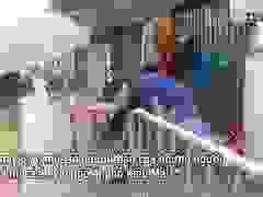 Hà Nội: Người thân tiếp tế đồ ăn vào khu cách ly Covid-19 ở Bắc Từ Liêm
