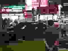 TPHCM: Cô gái trẻ lái ô tô tông 7 xe máy, nhiều người bị thương