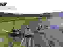 """Video xe tăng 40 tấn Nga vừa """"bay"""" vừa nã hỏa lực"""