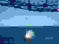 Rộ video nghi tiêm kích Mỹ đánh rơi thùng dầu sát tàu sân bay