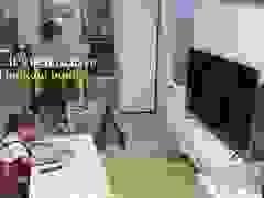 Nuomi nhắc Guanlin làm bài tập khi nghe thấy tiếng chân chủ