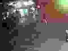 Nam công nhân đi xe máy rơi hố sâu hơn 3m ven đường