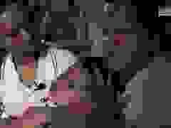Xót cảnh ba mẹ mù loà bán vé số, cố cứu con gái 6 tuổi bị bại não