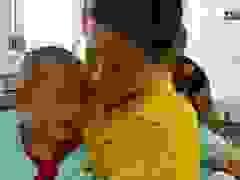 Xót xa lời khẩn cầu của người mẹ có 2 con cùng bị bại não