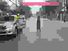Nước lũ bủa vây trường học