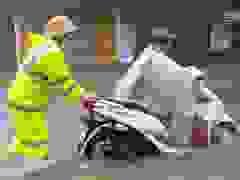 Hồ Kẻ gỗ xả lũ, đường phố Hà Tĩnh ngập sâu trong nước.