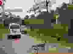 Xe cứu thương đưa thi thể nạn nhân vụ sạt lở đất tại Quảng Trị