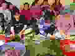 Phú Yên: Hơn 500 người gói hàng ngàn bánh chưng tặng đồng bào vùng lũ