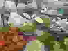 Mưa lũ kéo dài, rau xanh tại Đà Nẵng tăng giá mạnh