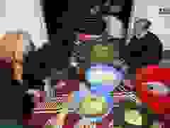Người Hà Nội góp củi, gạo nấu hàng nghìn chiếc bánh chưng ủng hộ miền Trung