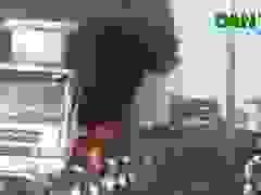 Xe container cháy dữ dội, tài xế đạp cửa thoát thân