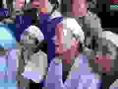Nghẹn ngào tiễn đưa liệt sĩ Trần Văn Toàn về nơi an nghỉ cuối cùng.