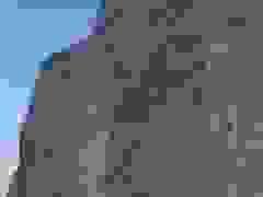 Sốc: Vách đá khổng lồ sụp xuống bãi biển, ngay trước mắt khách du lịch