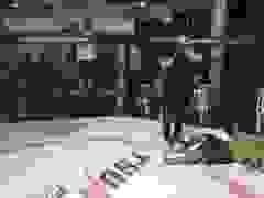 Trọng tài làm ngờ để võ sĩ Micheal Doulgas hai lần bị hạ đo ván
